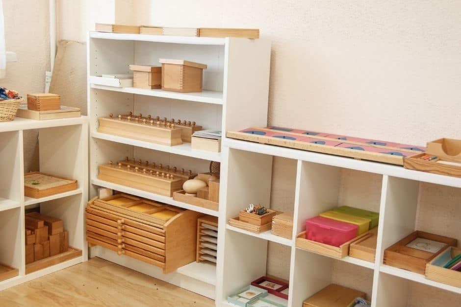what is a montessori shelf (2)