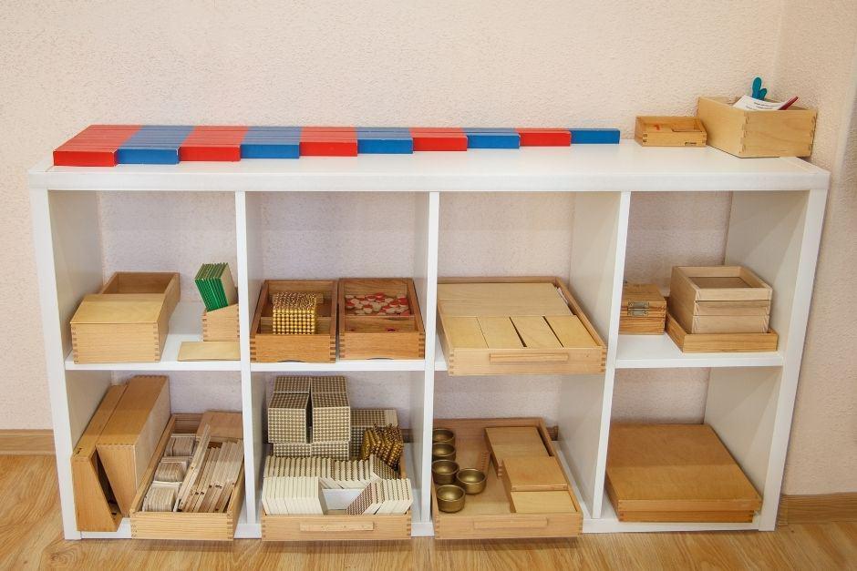what is a montessori shelf